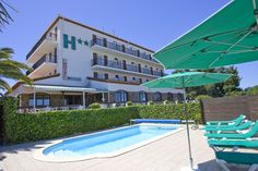 Hotel Le Belvedere**, St. Cyprien.