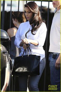 Kim Kardashian Does an Impromptu Photo Shoot at Her Home! | kim kardashian does an impromptu photo shoot at her home 07 - Photo