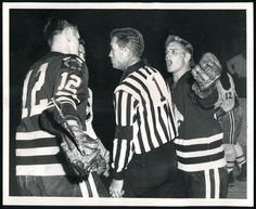 Bobby Hull argues with referee photo by cdnuniguy Bobby Hull, Goalie Mask, Stanley Cup Champions, Referee, Chicago Blackhawks, Hockey Players, Lose Weight, Sports, Sport