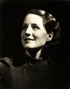 Four Movie, Best Actress Oscar, Norma Shearer, Popular Actresses, Beauty Contest, Golden Star, Pre Raphaelite, Girl Next Door, Timeless Classic