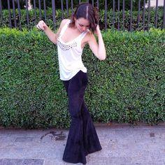 """182 Likes, 34 Comments - La Flare - Calças Flare (@laflarestore) on Instagram: """"Calça bolso recorte de plush na cor preta.  Peça a sua malinha e experimente sem compromisso e sem…"""""""