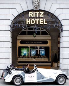 If your blue and you don't know where to go to why don't you go where fashion sits... on the Ritz. Dressed up like a million dollar trooper come lets mix where Rockafellers walk with sticks or umbrellas in their mits- Taco  #theritz #theritzlondon #hotel #history #culture #piccadilly #styles #londonvillage #london #luxurious #lexurylife #luxury #uk #лондон #вложения #имущество #伦敦 #投资 #伦敦 #投资 #england #luxurylifestyle #lux #luxurystyle #styles