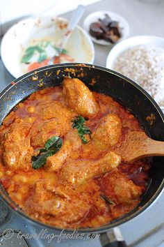 Rendang (curry) chicken with coconut milk Spicy Recipes, Curry Recipes, Indian Food Recipes, Asian Recipes, Chicken Recipes, Cooking Recipes, Asian Desserts, Oven Cooking, Veg Recipes