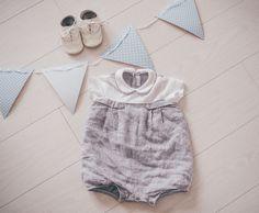 Pojan ristiäisissä voi mekon riisumisen jälkeen vaihtaa päälle jotain tyylikästä ja juhlavaa. Tämä Nooran valitsema asu toimii hyvin valkoisten sukkahousujen ja nahkakenkien kanssa!  ristiäiset – Noora & Noora