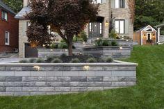 modern unilock retaining wall built with u-cara paver - Photos Modern Landscaping, Front Yard Landscaping, Landscaping Tips, Backyard Retaining Walls, Sloped Backyard, Modern Front Yard, Modern Landscape Design, Yard Design, Facade