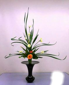 / Candle Arrangements, Ikebana Flower Arrangement, Ikebana Arrangements, Beautiful Flower Arrangements, Floral Arrangements, Japanese Floral Design, Japanese Flowers, Oriental Flowers, Exotic Flowers