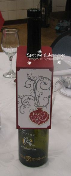 fun way to decorate a wine bottle to gift but without covering up the label