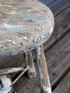 Old Chippy wooden stool Wabi Sabi, Bench Stool, Wood Stool, Milk Cans, Take A Seat, Home And Deco, Old Wood, Painted Furniture, Sweet Home