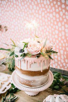 Geburtstagstorte Selber Zubereiten Und Mit Echten Blumen Und Blättern  Dekorieren Schöne Kuchen, Leckere Backrezepte,