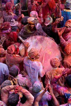 Por todas partes suenan tambores....celebración de música y color
