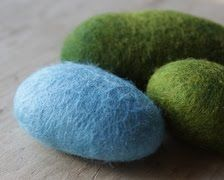 How to make a felted stone from lil fish studios. Check out this website with wonderful natural felt ideas!