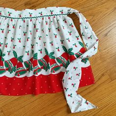 Vintage Christmas apron in Etsy. ❤️💚 Christmas Aprons, Vintage Christmas, Half Apron, Aprons Vintage, One Piece Dress, White Cotton, 1960s Kitchen, Cotton Fabric, Homemaking