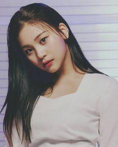 South Korean Girls, Korean Girl Groups, Gfriend Profile, Kim Ye Won, Gfriend Sowon, Innocent Girl, Cloud Dancer, G Friend, Me As A Girlfriend