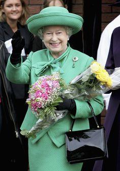 Queen Elizabeth Style   Queen Elizabeth Handbag   Styleite