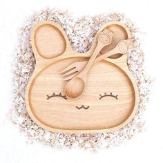 Eco-friendly Wooden Rabbit Baby/Child's Plate, Fork and Spoon Set. Make mealtimes fun! Toddler Plates, Baby Plates, Kids Plates, Baby Dishes, Kids Dishes, Wooden Rabbit, Eco Baby, Wooden Plates, Wooden Bowls