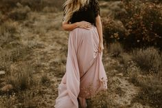 Rustic fall family photos by Elizabeth Lauren Photography Fall Maternity Photos, Maternity Poses, Maternity Portraits, Maternity Pictures, Pregnancy Photos, Maternity Photography, Pregnancy Humor, Swag Style, How To Feel Beautiful
