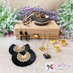 Black & Gold bracelets, rings, earrings and necklaces Handmade Art, Handmade Jewelry, Paint Set, Christmas Bells, Black Gold, Machine Embroidery, Straw Bag, Swarovski, Rainbow