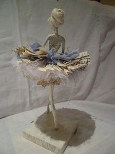 A ballerina sculpture. Made with papier-mâché but could be tried with powertex. A ballerina sculpture. Made with papier-mâché but could be tried with powertex. Paper Mache Clay, Paper Mache Sculpture, Paper Mache Crafts, Wire Crafts, Sculpture Art, Paper Mache Animals, Newspaper Crafts, Newspaper Basket, Paperclay