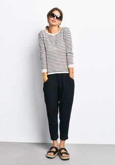These cropped, easy-fit trousers are simply chic. Wear for work to weekend for effortless style.