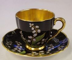 Rare Carlton Ware coffee cup & saucer decorated with flowers - Carlton Ware - Ceramics - Carter's Price Guide to Antiques and Collectables. Kathy says the flowers are Lily of the Valley. China Cups And Saucers, Coffee Cups And Saucers, Teapots And Cups, China Tea Cups, Cup And Saucer Set, Tea Cup Saucer, Café Chocolate, Antique Tea Cups, Vintage Teacups