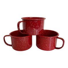 Vintage Red Enamel Splatter Ware Mugs - Set of Three Dark Home Decor, Red Mug, Cafe Style, Red Rooms, Soup Mugs, Strawberry Desserts, Cereal Bowls, Shades Of Red, Mugs Set