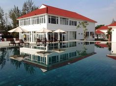 Tam Thanh Beach Resort & Spa Phu Qui Offering a spa centre and sauna, Tam Thanh Beach Resort & Spa is situated in Ph? Qu? in the Quang Nam Region. The resort has a year-round outdoor pool and views of the sea, and guests can enjoy a meal at the restaurant.
