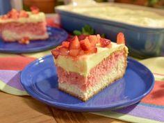 Valerie Bertinelli's Strawberry Lemon Love Cake Recipe from Food Network Köstliche Desserts, Delicious Desserts, Icebox Desserts, Summer Desserts, Love Cake Recipe, Cake Recipes, Dessert Recipes, Baking Recipes, Dessert Tray