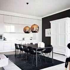 El juego de mesas y sillas de comedor es muy importa si lo que quiere es tener un espacio de lujo y si está diseñado en blanco y negro aún mejor.