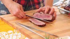 Kokki Aki Wahlman antaa vinkkejä isojen lihapalojen grillaamiseen. Katso, miten isotkin palat grillataan sopivan kypsiksi ja mehukkaiksi. Lisää grillausvinkkejä ja herkullisia grillireseptejä löydät osoitteesta www.grillaamo.fi