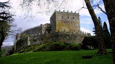 http://www.lavozdegalicia.es/album/ocioycultura/2014/08/20/15-castillos-viajar-galicia-medieval/01101408559719350590162.htm?utm_source=twitter  El castillo de Soutomaior, uno de los mejor conservados y conocidos de Galicia cuenta con una historia plagada de misterios. Cuenta con un entorno admirable y unos jardines de ensueño, por los que se dice que aún vaga Pedro Madruga, responsable del esplendor histórico de este castillo FOTÓGRAFO: M. Moralejo