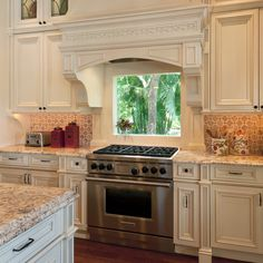 17 Trendy kitchen backsplash behind stove window Tuscan Kitchen, Cool Kitchens, Kitchen Remodel, Kitchen Design, Farmhouse Kitchen, Kitchen, Kitchen Layout, Kitchen Window, Kitchen Cabinets