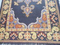 Tela pintada para bordar em Arraiolos  medida tela: 1,90 X 1,15  Não acompanha as lãs.  Foto demonstrativa do tapete pronto.