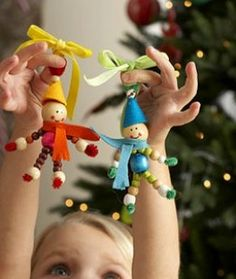 Best Christmas crafts ideas, Christmas art ideas for kids, and adults.Fun to make handmade Christmas gifts, ornaments and decorations. Classroom Christmas art ideas. Simple DIY crafts and art projects