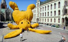 florentijn hofman: Stor Gul Kanin, Örebro (SE) 2011 The Big Yellow Rabbit is a temporary 13 meter high sculpture. It's a enlarged cuddle toy made out of swedish products thrown against the statue of Engelbrekt. The was seen during the OpenArt biennale.