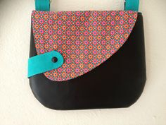 do something similar on a dress Quilting Projects, Sewing Projects, Diaper Bag Purse, Clutch Mini, Denim Purse, Purse Patterns, Fabric Bags, Printed Bags, Handmade Bags