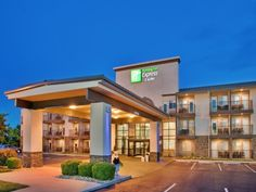 Branson (MO) Holiday Inn Express Hotel & Suites Branson 76 Central United States, North America Stop at Holiday Inn Express Hotel & Suites Branson 76 Cent to discover the wonders of Branson (MO). The property features a wide range of facilities to make your stay a pleasant experience. Free Wi-Fi in all rooms, 24-hour front desk, facilities for disabled guests, express check-in/check-out, meeting facilities are there for guest's enjoyment. Each guestroom is elegantly furnished ...