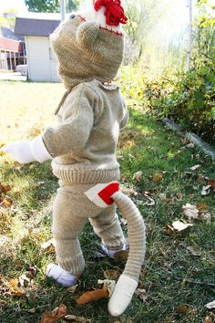 How To Make A Sock Monkey Costume If you are searching for easy DIY Halloween costumes, look no further! This adorable sock monkey costume is made from an old sweater! First Halloween, Baby Halloween Costumes, Holidays Halloween, Diy Halloween, Kid Costumes, Halloween Costume For 1 Year Old, Halloween Stuff, 1 Year Old Costumes, Vintage Halloween