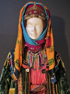 Close-up of a traditional festive costume from Türkmen villages in the Dinar district (Afyon province), e.g. in the valley of Çölovası. Style of the mid-20th century. (Kavak Costume Collection-Antwerpen/Belgium). Costume Collection, Folk Costume, Ethnic Fashion, Anthropology, Traditional Outfits, Folklore, Anthropologie, Ethnic Fashion Styles