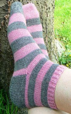 grey and pink socks (yarn Fabel - DROPS)