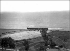 Ferrocarril en el puente de Totalan años 50, la Cala del Moral