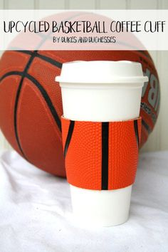 Turn an old second-hand basketball into an upcycled coffee sleeve! - DIY Projects for Men Upcycled Crafts, Easy Crafts, Kids Crafts, Repurposed, Creative Crafts, Diy Projects For Men, Diy Craft Projects, Basketball Crafts, Basketball Bedroom