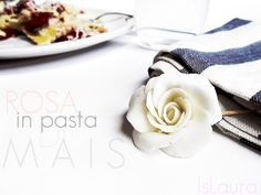 come fare unarosa in pasta di mais IsLaura Panna Cotta, Icing, Crocheted Bags, Ethnic Recipes, Desserts, Wedding, Pink, Feltro, Baking Soda