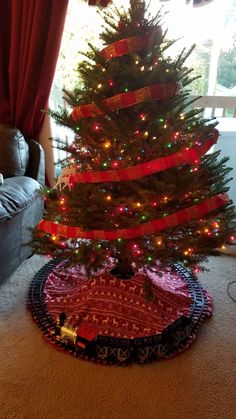 Create a Gryffindor Scarf for your Harry Potter Christmas Tree using materials from your local Dollar Tree. Harry Potter Christmas Tree, Dollar Tree, Tree Skirts, Create, Holiday Decor