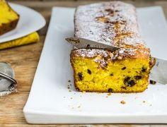 Il plumcake alla zucca e gocce di cioccolato, soffice e leggero, è una maniera sana ma golosa per fare colazione o merenda.
