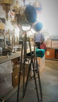 Lamp doet me denken aan toneel en vind hem daarom leuk - LOODS5