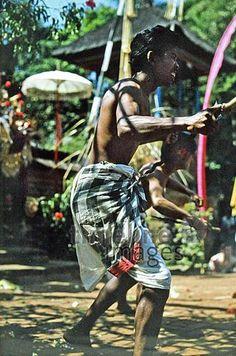 Barong-Tanz auf Bali, 1974 hwh089/Timeline Images #70s #70er #70er #70s #retro #vintage #indonesien #indonesia #bali #tanz #dance #tanzen #dancing #traditionell #traditional #barong #culture #kultur #reisen #travel #reise #tänzerin #dancer #kostüm #costume #brauchtum #custom #religiös #religious Harem Pants, Fashion, Moda, La Mode, Harlem Pants, Fasion, Fashion Models, Trendy Fashion, Harem Trousers