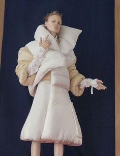 Frida Westerlund by Dominik Tarabanski for Girl Interrupted The Hunger Magazine Fall/Winter 2016 Runway Fashion, Fashion Show, Fashion Outfits, Textiles, Xiao Li, Hunger Magazine, Girl Interrupted, Weird Fashion, Sculptural Fashion