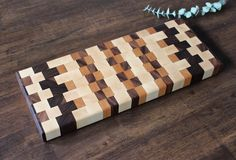 Just listed this end grain #cheeseboard for sale. Check out MandichMade.com and check out what's for sale. Also feel free to message me any personal requests :) #mandichmade #wood #woodworking #all_the_good_wood #furniture #custom #diy #doityourself #craft #crafting #homedecor #etsy #handmade #woodwork #furnituredesign #reclaimed #woodshop #dowoodworking #cuttingboard #servingtray de mandichmade