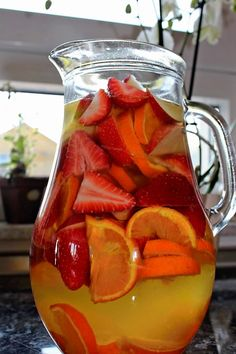 Bourbon-White Wine And Peach Sangria Recipe — Dishmaps
