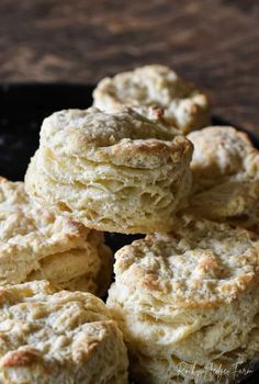 Cast iron skillet breakfast recipes for making the best buttermilk biscuits. Old fashioned 5 star southern layered flaky recipe. Easy homemade best served with country sausage gravy from scratch for a hearty farmers meal to start the day. Homemade Buttermilk Biscuits, Buttermilk Recipes, Buttery Biscuits, Biscuits And Gravy, How To Make Buttermilk, Fluffy Biscuits, Bisquick Recipes, Tea Biscuits, Biscuits From Scratch